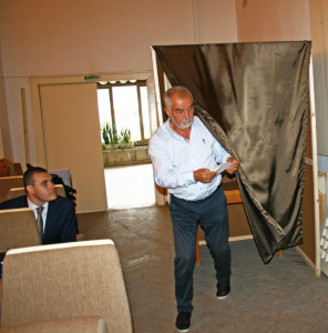 Председателят на ГЕРБ Иван Андреев има най-голямата група от 8 общински съветници, но и на двата  тура събра по 6 гласа