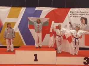 Елена Недева триумфира с националния флаг на почетната стълбичка