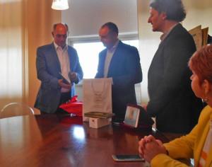 Кметовете на Капанори и Свиленград си разменят подаръци  след разговорите за нулеви отпадъци