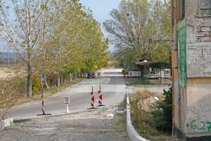 Огромната и удобна база на безмитната зона пустее