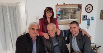 Будителят Ивайло Балабанов с поздравителен адрес от Ротари клуб