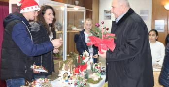 Кметът на Любимец инж. Анастас Анастасов на благотворителен базар