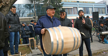 """За 15-ти път """"Празник на виното"""" в Свиленград разтресе центъра"""