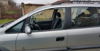 Продължават да трошат прозорците на коли
