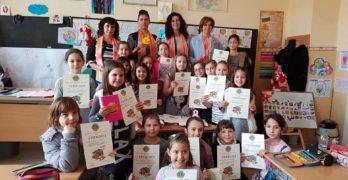 Деца писаха стихчета за мама в поетичен конкурс на Лайънс