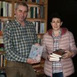 Елена Манолова дари стотици книги на библиотеката в Свиленград