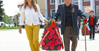 95-годишният фронтовак д-р Стоян Петров пръв се поклони пред загиналите във войните