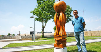 """""""О, неразумний …!"""" вдъхновява инсталация на  дървени фигури в Свиленград"""
