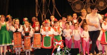 """Празничен благотворителен концерт на НЧ """"Братолюбие-1884"""" набра 1001 лева"""