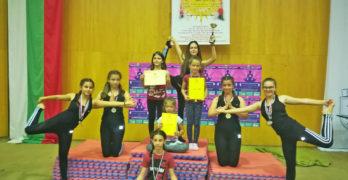 Свиленградските йоги спечелиха 13 медала  в Русе, отборно са първи в страната