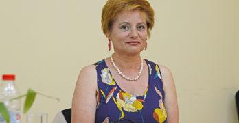 Елеонора Крушева: Всичко, което докосне моята душевност, става тема на стихотворение, но не се редя при поетите