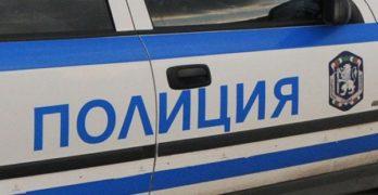 Маскирани полицаи арестуват 2 турци