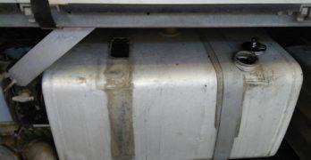 Шофьор отнесе глоба за пренасяне на цигари и изграждане на тайник в резервоар на камион