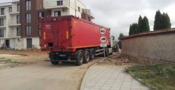 Тежки камиони скършиха водопровод в Свиленград, домове остават без вода