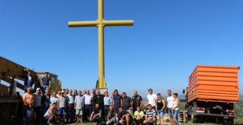 15-метров християнски кръст се извиси над Любимец