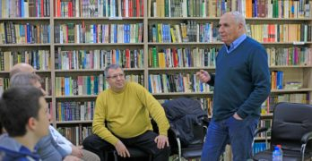 Разказвачът Симеон Идакиев на среща-разговор в свиленградската библиотеката