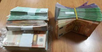 Над 200 000 недекларирани евро задържаха митничари при 3 случая само за ден