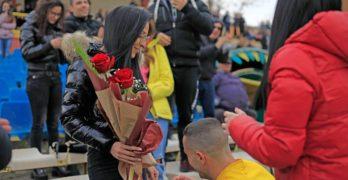 Даниел прекъсна мач в Свиленград, за да поиска ръката на Мария