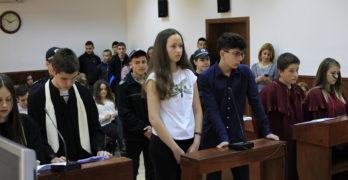 Ученик и ученичка получиха по година затвор и глоби от по 2 000 лева за държане на наркотици в Свиленград