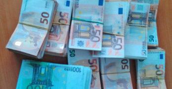Митнически служители откриха контрабандна  валута за над 210 000 лева в чанта за документи