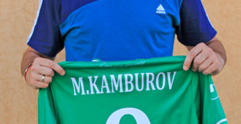 Таско Попов обявява на търг култови фланелки на Владо Стоянов и Мартин Камбуров, в помощ на Никол
