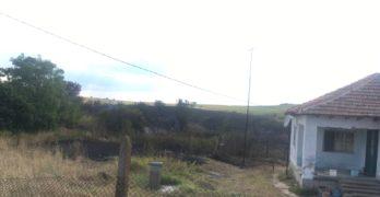 Пожар край свиленградското село Маточина влезе в първите дворове