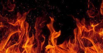 Момиче спасено от пожар в апартамента й