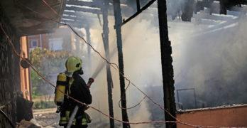Пожар изпепели барбекю и унищожи покъщина в Свиленград/видео/