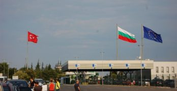 Трима свиленградчани, сред които митничар, са арестувани  за контрабанда на 18 кг злато и сребро