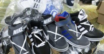 """Над 11 600 текстилни изделия, спортни обувки и аксесоари с логото на известни марки задържаха митническите служители на МП """"Капитан Андреево"""""""