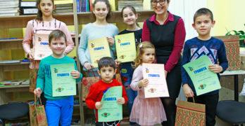 Най-малкият читател в свиленградската библиотека е двегодишният Костадин Мандев