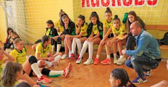 """Малките """"амазонки"""" излизат за поредна порция победи в спортната зала на Свиленград"""