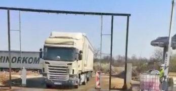 """Дезинфекцират камионите на летище """"Узунджово"""""""