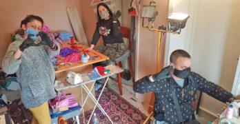 Шивачка от Любимец уши безплатни маски за всички жители на две села