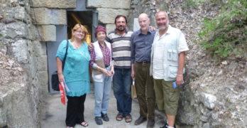 На разходка до гробницата в Мезек – от вкъщи