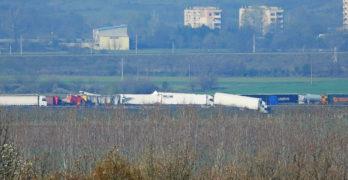 """Двама са загинали в адското меле на АМ """"Марица"""", 22 камиона във верижната катастрофа"""