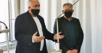 Бойко Борисов към шивачки в Хасково: Вашият труд е изключително важен в този момент