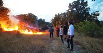 Пожарът в района на полигон Корен вече обхвана площ от 1 000 дка