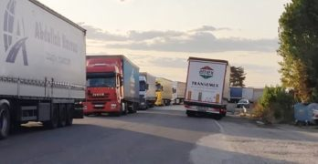 "Тирове тероризират преминаващите автомобили през паркинг ""Генералово"", Свиленградско /видео/"