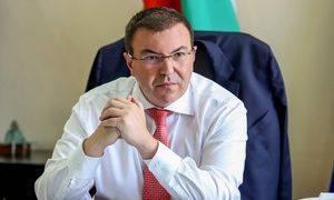 Затварят се гимназиите, университетите и казината от четвъртък , гласи заповед на здравния министър