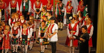 Триумф на народните танци и песни бе юбилейният концерт на свиленградските танцови състави