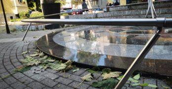 Вандали потрошиха красивия слънчев часовник в центъра на Хасково