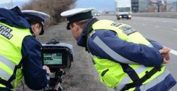 Продължителна полицейска акция не спира джигитите на пътя, нови 144 снимки за превишена скорост в Хасковско