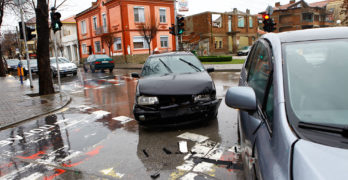 Пак катастрофа в центъра на Свиленград! Удариха колата на съпругата на партиен лидер
