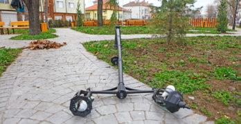 """В Свиленград поругаха най-новия парк """"Сухата река"""", потрошиха декоративно осветително тяло"""