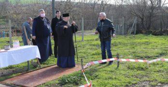 """С """"първа копка"""" и отслужване на света божествена литургия ще започне изграждането на нова църква в с. Георги Добрево"""