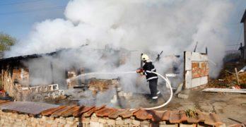 Пожар горя в свиленградската махала, няма пострадали /снимки, видео/