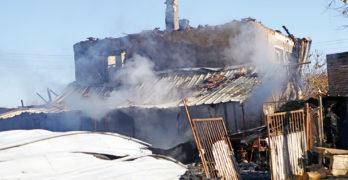Мъж си запали комина, изгоря му къщата в центъра на село Лозен, община Любимец