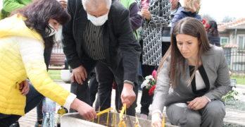 Панихида по повод 10 години от тежката катастрофа на Великден, в която загинаха 6 деца, бе отслужена днес