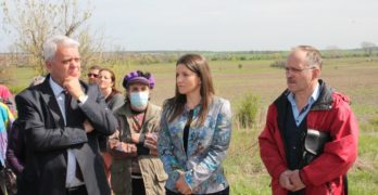 """Д-р Стефка Здравкова, областен управител: """"Загробените до момента птици ще бъдат премахнати, а останалите умъртвени кокошки ще бъдат изгаряни в инсенератор"""""""